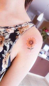 Flor de Girasol por Alynana Tattoos