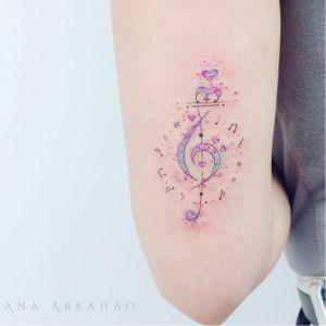 Clave de sol y notas musicales por Ana Abrahão
