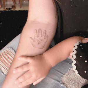 Huellita Mano de Bebé por July Tattooer