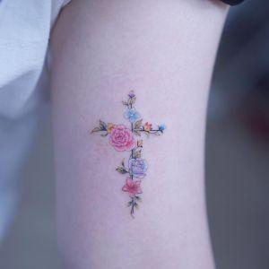 Cruz con flores por Haeyum