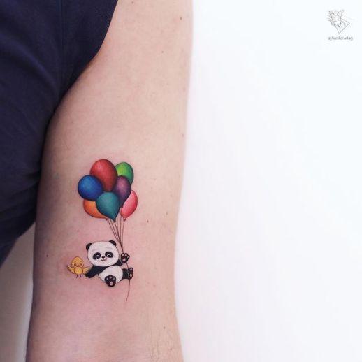 Oso panda flotando con globos por Ayhan Karadag