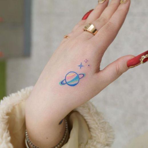 Planeta Saturno y Estrellas por U. Tattoo