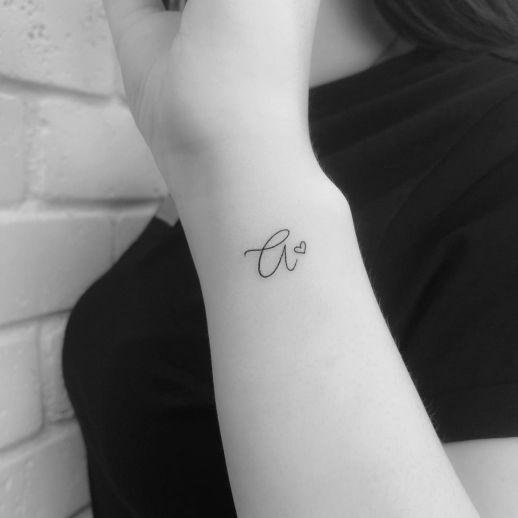 Inicial con corazón por Risha Tatto