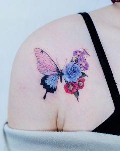 Metamorfosis de una mariposa a flores por Tattooist Color B