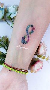 Símbolo Infinito de Flores por Alynana Tattoos
