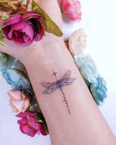 Nombre: Rebeca y libélula por Alynana Tattoos