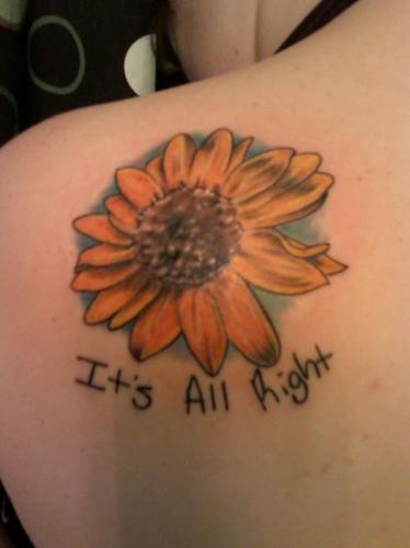 tatuaje en la espalda de flor