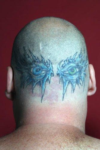 tatuajes de ojos en la nuca