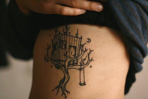 Tatuaje Casa Del Arbol En Brazo