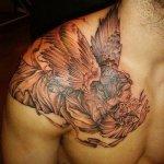 tatuaje angel pecho hombro