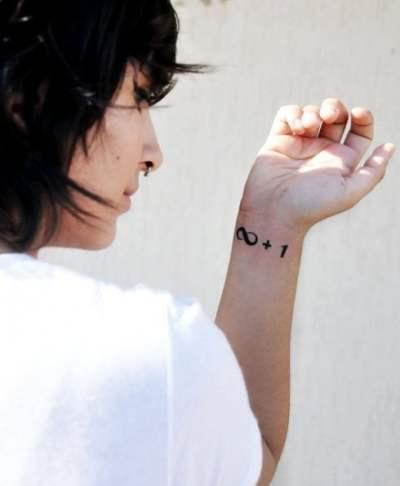 Tatuaje infinito más uno