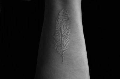 tatuajes cicatrices pluma