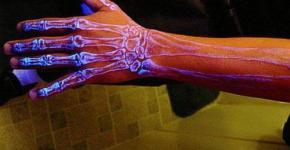 Tatuajes de huesos fosforescentes