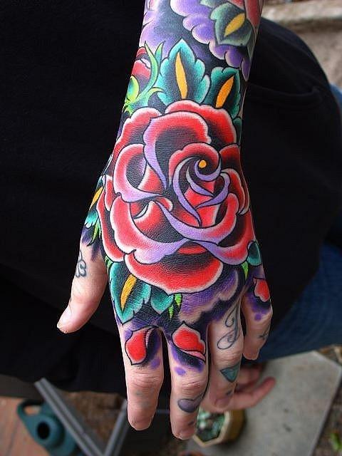 Tatuaje Rosa En La Mano