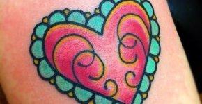 tatuaje corazón rosa