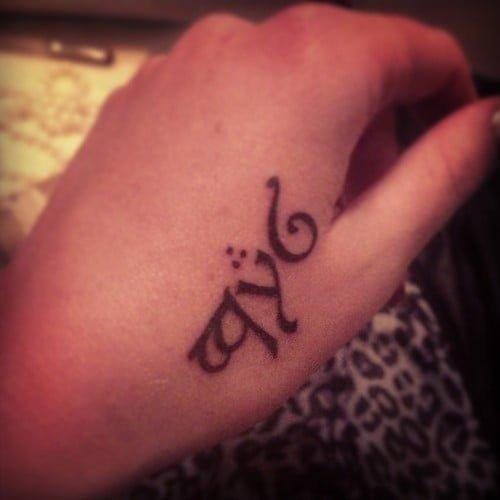 Tatuaje en idioma élfico