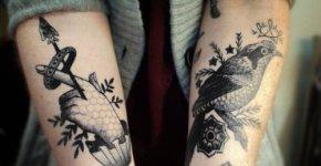 Antebrazos tatuados