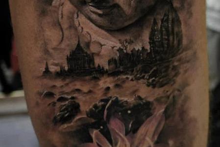El buda tatuado en el brazo