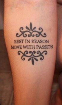 Tatuaje frase en inglés para el brazo
