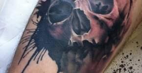 Skull tattoo by Lianne Moule