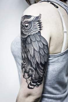 Owl tattoo on the shoulder for girls