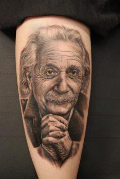 tatuaje retrato de Albert Einstein