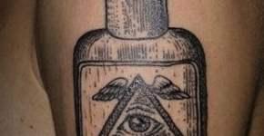 Tatuaje botella de Alicia