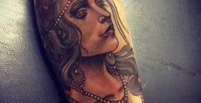 Tatuaje rostro de mujer en el antebrazo