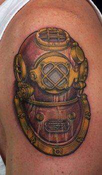 Tatuaje escafandra de buzo