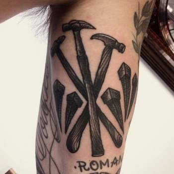 Tatuaje martillo