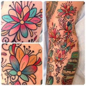 Tatuaje flores multicolor