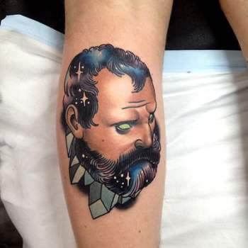 Tatuaje hombre barbado