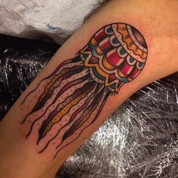 Tatuaje medusa colores
