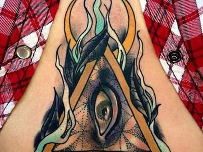 Tatuaje ojo abdomen