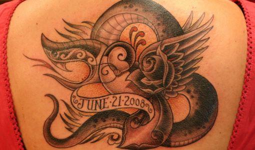 Tatuaje serpiente alas