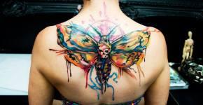 Tatuaje polilla colores