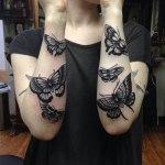 Tatuaje mariposas volando