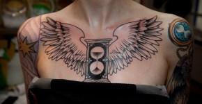 Tatuaje reloj con alas