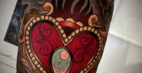 Tatuaje corazón decorado