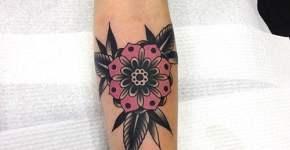Tatuaje flor rosa