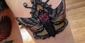 Tatuaje mariposa en la pierna