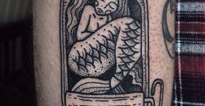 Tatuaje de sirena enlatada