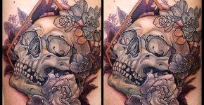 Tatuaje calavera con flores