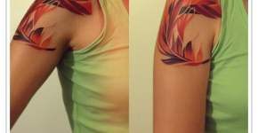 Tatuaje pluma roja