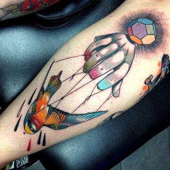 Tatuaje golondrina de colores