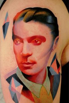 Tatuaje hombre multicolor