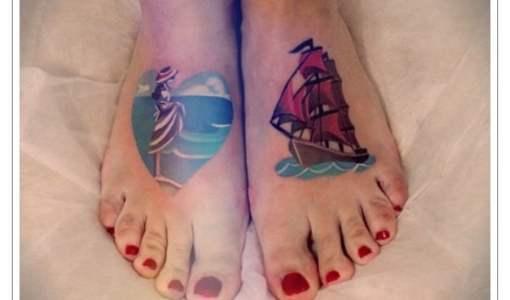 Tatuaje marino en el pie