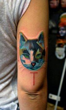 Tatuaje gato verde y azul