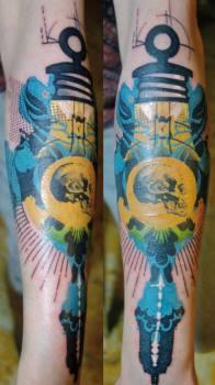 Tatuaje bombilla amarilla