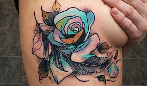 Tatuaje rosa de colores